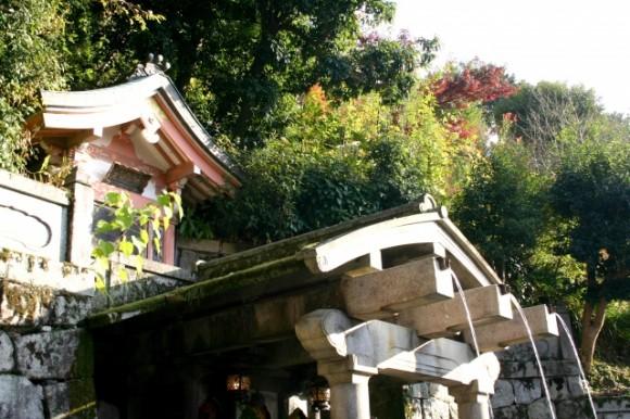 otowa falls in kiyomizu temple